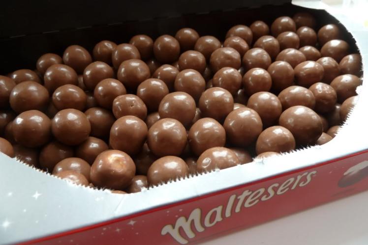 P1050974malteserschocolatesinbox